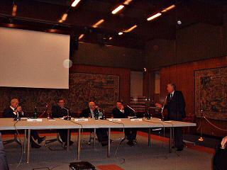 Ruggero Marino durante la conferenza